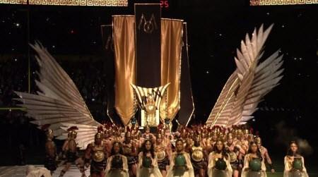 Tlačil stovky rímskych vojakov a privítala stovky žien, Madonna slávny vstup je odrazom jej postavenia vo svete zábavy.