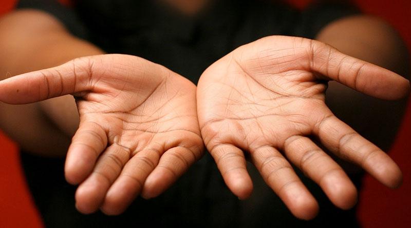 Škrabanie dlaní?